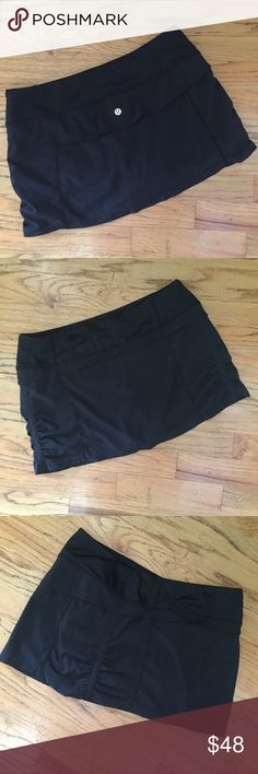 Lululemon Run Jog Black Skirt Skort Very nice run jog skirt from Lululemon.  Has an inside pocket and  the back has a vented yoke just like the Speed shorts.  Rarely worn in EUC with a small flaw (snag) on the inside waistband.  Ask for measurements    No modeling does fit me lululemon athletica Shorts Skorts