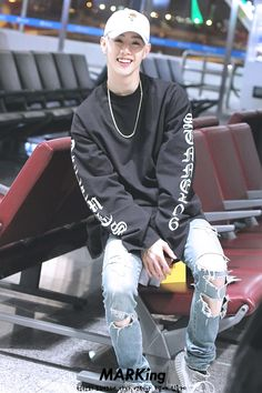 That smile thoo | Mark - GOT7 << it really is a radiant smile..<< totally agree, beautiful smile