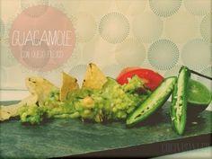 GUACAMOLE MEXICANO AUTÉNTICO, CASERO Y FÁCIL. RECETA ORIGINAL Spanish Food, Spanish Recipes, Queso Fresco, Mexican Food Recipes, Ethnic Recipes, Avocado Toast, Food And Drink, Plates, Dishes