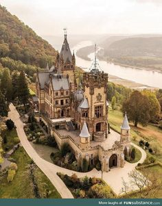 Picturesque Schloss Drachenburg castle in Germany - Deutschland Beautiful Castles, Beautiful Buildings, Beautiful Places, Chateau Medieval, Medieval Castle, Places To Travel, Places To See, Germany Castles, Fantasy Castle