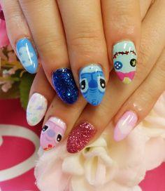 スティッチneil♡aloha.ohana♡  横浜♡ネイルサロンリングハーツ Disney World Nails, Disney Princess Nails, Disney Nails, Nk Nails, Kylie Nails, Hair And Nails, Lelo And Stitch, Lilo Y Stitch, Cute Acrylic Nails