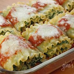 Spinach Lasagna Rolls from Gina's Skinny Recipes. I'm claiming for dinner. I Love Food, Good Food, Yummy Food, Great Recipes, Dinner Recipes, Favorite Recipes, Holiday Recipes, Dinner Ideas, Amazing Recipes