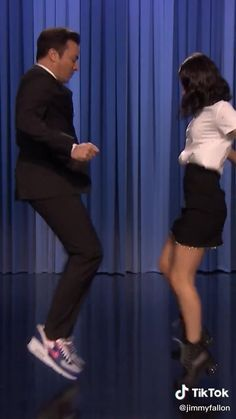 Funny Tik Toks Discover Oh Nanana- Charli Damelio and Jimmy Fallon Dance Choreography Videos, Dance Music Videos, Funny Dance Videos, Dance Moms Videos, Crazy Funny Memes, Funny Video Memes, Cool Dance Moves, Funny Dance Moves, Dance Tutorial