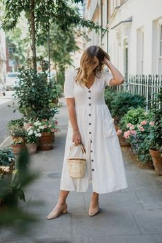 10 Spring Dresses to Bring You Out Of Winter Source by diianasaraiva dress outfits Zara Dresses, Modest Dresses, Simple Dresses, Casual Dresses, White Midi Dress, Floral Maxi Dress, Girly Outfits, Dress Outfits, Stylish Outfits