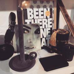 Sint-ideëen in zwart... Notebook #nuuna foto op tegel #glitterator geurkaarsen #victorian kaars #tallow hide&key #puc leren mapje #sprdlx mugshot #atelier8 #shop #haarlem #kado