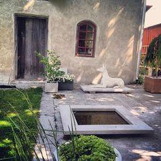 Skulpturfabriken, Boge, Gotland – Gotlandstips.se  #gotland #gotlandstips #sweden #concreteart #Art #Concrete #Gardenart #garden #sculpture #pond