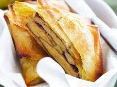 Découvrez la recette Brick foie gras et pommes sur cuisineactuelle.fr. Party Finger Foods, Finger Food Appetizers, Tapas, Good Food, Yummy Food, Salty Foods, French Food, I Foods, Brunch