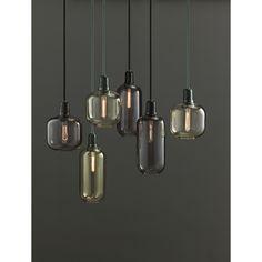 Amp pendel fra Normann Copenhagen, designet af Simon Legard. Denne lampe er inspireret af gamle rørf...