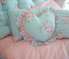Shabby Chic home decor ideas number 1806295436 for for one truly smashing, cozy bedroom. Please push the home decor shabby chic diy link this instant for other information. Shabby Chic Mode, Shabby Chic Hearts, Shabby Chic Interiors, Shabby Chic Bedrooms, Vintage Shabby Chic, Shabby Chic Style, Shabby Chic Decor, Rustic Decor, Cozy Bedroom