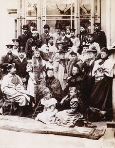 """Old Pics Archive on Twitter: """"Queen Victoria and her family, including King Edward VII, Tsar Nicholas II, Tsarina Ale...  https://t.co/XFEWCNy2xa https://t.co/JG4WFONCNk"""""""