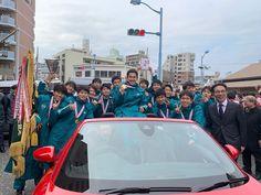 """Aoyama Gakuin Univ Ekiden Team on Instagram: """". 昨日は寒い中、箱根駅伝優勝祝賀パレードにお越しくださり誠にありがとうございました。 選手やスタッフ共々、より一層気を引き締めて、三冠二連覇を達成できるように頑張ります!  #青学駅伝 #やっぱり大作戦 #adidasrunning"""""""
