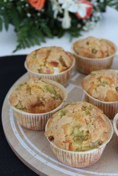 Muffins à la Rhubarbe Recipe for rhubarb muffins and crumble touch for the crisp Apple Crisp Recipes, Rhubarb Recipes, Muffin Recipes, Cookie Recipes, Dessert Recipes, Eclair, Easy Healthy Recipes, Sweet Recipes, Rhubarb Muffins