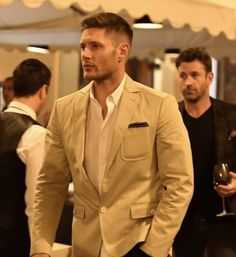 Jensen Ackles - can he get any hotter? Damn...