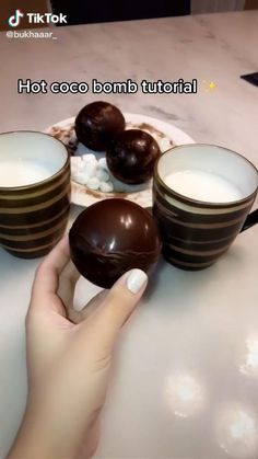 Hot Chocolate Gifts, Chocolate Bomb, Hot Chocolate Recipes, Fun Baking Recipes, Dessert Recipes, Delicious Desserts, Yummy Food, Christmas Baking, Diy Food