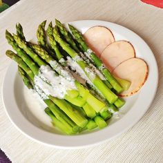 low calorie dish - asparagus with yogurt sauce