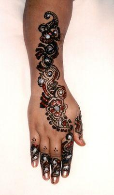 Henna Indian Henna, Henna Mehndi, Bridal Mehndi, Beautiful Henna Designs, Beautiful Tattoos, Beautiful Hands, Most Beautiful, Henna Body Art, Peircings