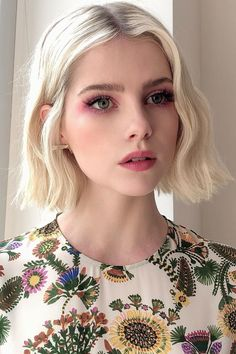Les 5 looks beauté qui no - Cheveux iam Beautiful Beauty Make-up, Beauty Hacks, Hair Beauty, Beauty Trends, Beauty Tips, New Hair, Your Hair, Short Hair Cuts, Short Hair Styles