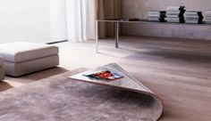 Tapijt en tafel in één meubel gecombineerd