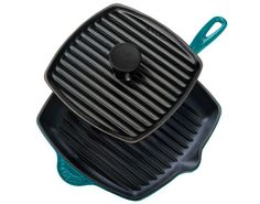Can't figure out if Creuset sells these panini sets in Europe yet. Brilliant idea. Even in teal ;)