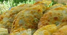 Δείτε πώς θα φτιάξετε το τέλειο φύλλο για πίτες και πιτάκια !!! Υλικά 500 αλεύρι για φύλλο Μισό κουταλάκι αλάτι 1 κουταλάκι ξύδι ή ...