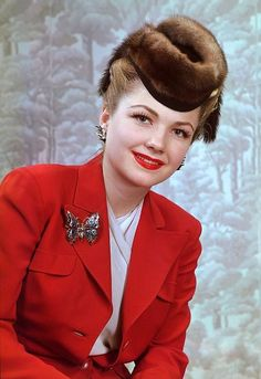 Born 1923 in Michigan City, Indiana, American actress Anne Baxter studied acting with Maria Ouspenskaya and had some stage experience before. Hollywood Boulevard, Hollywood Walk Of Fame, In The Heights Movie, Anne Baxter, Classic Movie Stars, Best Actress, Red Fashion, New Movies, American Actress