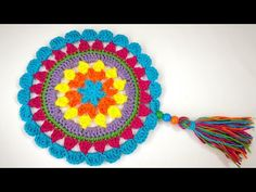 Püsküllü Mandala Motif Yapımı You are in the right place about Crochet shawl Here we offer you the most beautiful pictures about the Crochet videos. Irish Crochet, Double Crochet, Easy Crochet, Crochet Baby, Mandala Au Crochet, Mandala Pattern, Crochet Flowers, Slip Stitch Crochet, Crochet Stitches