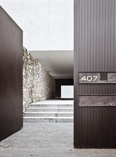 NORM.ARCHITECTS (Ambassadører) | BO BEDRE  Great entrance and contrasts of materials. Marcio Kogan, House 6, in São Paulo, Brazil.