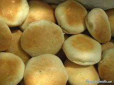 Chilean pan amasado is a kneaded bread loved throughout Chile. Here's how to make pan amasado and enjoy this delicious bread. Chilean Bread Recipe, Chilean Recipes, Chilean Food, My Favorite Food, Favorite Recipes, Bread Recipes, Cooking Recipes, Yummy Food, Tasty