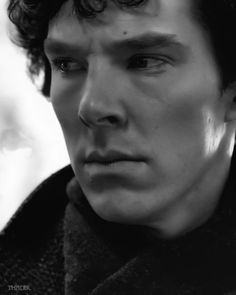 His eyes... Benedict Cumberbatch has heterochromia. Subtle ...