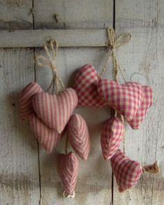 Fabric hearts.....<3.....http://www.heartsandhens.com/catalogue.php?cat=138=1288