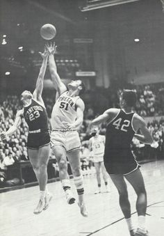 1961 Stanford-Oregon basketball game at McArthur Court. From the 1961 Oregana (University of Oregon yearbook). www.CampusAttic.com