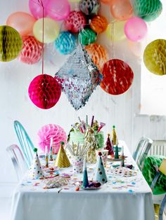 Spring and summer party table styling inspirations—Love all the color!