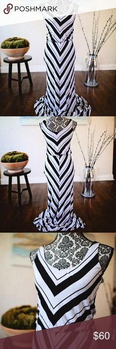 Black/gray chevron striped maxi by Ella Moss This simple gray/black chevron striped maxi by Ella Moss is adorable on.  Simple cotton straps with rounded neckline.  It has loose elastic at the waistline to give it some separation and you a waistline.  The top portion is fully lined.  The design of the chevron pattern makes this maxi very slimming.  15 inches pit to pit and 65 inches in length from top strap.  21 inches from top of strap to elastic waistline. Ella Moss Dresses Maxi