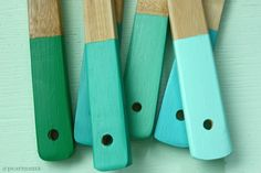 DIY: Turquoise painted wooden spoons
