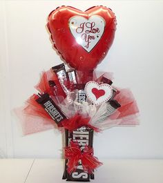 Shop for Hershey's Sweet Candy Bouquet. Get free delivery On EVERYTHING* Overstock - Your Online Gift Baskets Shop! Valentines Day Baskets, Valentines Day Decorations, Valentine Day Crafts, Valentine Ideas, Printable Valentine, Homemade Valentines, Valentine Box, Candy Bouquet Diy, Valentine Bouquet