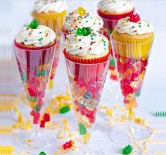 Taça de gelatina e cupcake