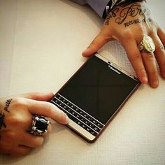 BlackBerry Passport SE Blackberry Phones, Blackberry Passport, Tools And Toys, Tech Toys, Casio, Macbook, Smartphone, Gadgets, Ipad