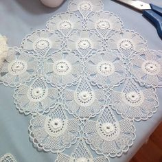 Video instructions for crochet swirl motifThis Pin was discovered by Tin Crochet Art, Crochet Round, Crochet Home, Crochet Motif, Crochet Shawl, Crochet Doilies, Crochet Flowers, Doily Patterns, Doilies Crochet