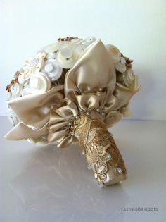 Button Bouquets - this post has a lot of different bouquets made from buttons, satin and lace.