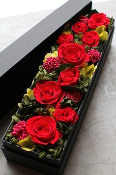 プリザーブドフラワー | K's flower novo Flower Box Gift, Flower Boxes, Faux Flowers, Diy Flowers, Romantic Flowers, Beautiful Flowers, Fleurs Diy, Modern Flower Arrangements, Box Roses