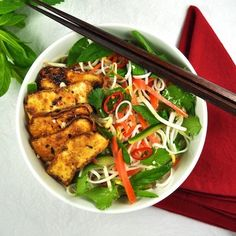 Vegetarian Vietnamese Noodle Bowl (vegan) with Marinated Tofu - the caramelised tofu is SO GOOD I could eat just a plate of that!