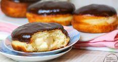 Rezept für Boston Cream Donut: ein mit Vanillecreme gefüllter Donut ohne Loch. Der Bruder des Vanillekrapfen / Vanilleberliner aus den USA! Selbst gemachter Vanillepudding in einem luftigen Donut / Krapfen mit Schokoladenganache.