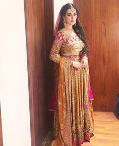 Natasha Khalid Mehndi in Farah Talib Aziz Asian Bridal Dresses, Pakistani Wedding Dresses, Pakistani Bridal, Walima Dress, Mehndi Dress, Pakistani Couture, Pakistani Dress Design, Desi Clothes, Asian Clothes