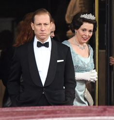 Olivia Colman Is the Queen in a Tiara in This New 'The Crown' Photo Queen Elizabeth Ii Reign, The Crown Season 3, The Crown Series, Crown Netflix, Queens Tiaras, Best Actress Oscar, Young Prince, Season Premiere, Blue Gown