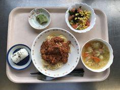 3月14日。ミートスパゲティ、おにぎり、きゅうりとコーンのサラダ、ポトフスープ、キウイでした、ミートスパゲティが特に美味しかったです!626カロリーです