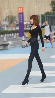 Korean Girl Fashion, Korean Street Fashion, Asian Fashion, Chinese Fashion, Curvy Fashion, Fall Fashion, Style Fashion, Chic Black Outfits, Sexy Outfits