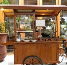 A food cart carrying traditional noodle - super brunch at The Dharmawangsa