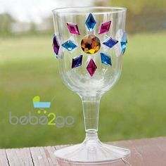 Glorious Goblets - kids could decorate their own plastic cups with stick-ons! Great for medieval/knights/princess party Medieval Crafts, Medieval Party, Medieval Decorations, Princesse Party, Aladdin Party, Cinderella Party, Castle Party, Jasmine Party, Princess Crafts