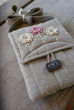 Bolsa com flores de croche