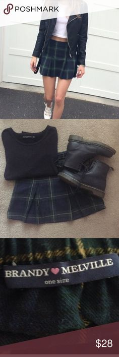 BRANDY MELVILLE KAYLEE PLAID SKIRT Fits Small. No longer made in this color. Willing to negotiate price so send offers 😊 Brandy Melville Skirts